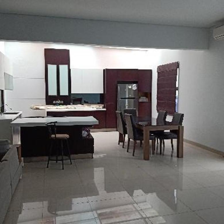 Rumah 2 lantai minimalis di komplek elite setraduta 4 m an