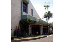 Rumah Besar di Lokasi Utama Commercial Area Jalan Raya Soekarno Hatta Band