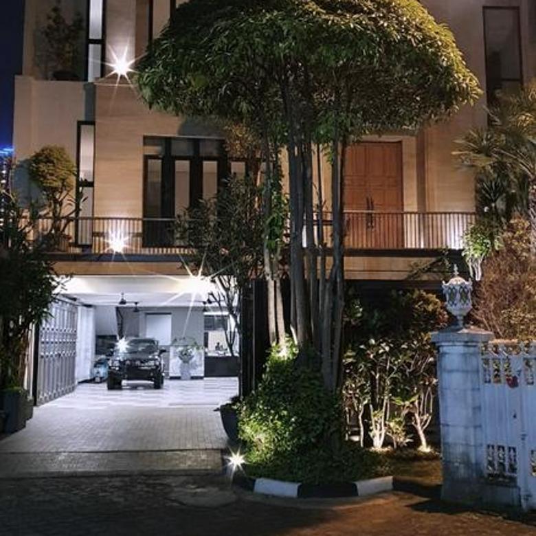 Rumah mewah siap huni 3lt hoek luas 375m Kebayoran Baru Jakarta Selatan
