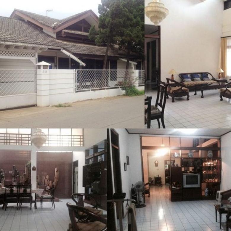 Rumah dengan Ruang Tamu & Ruang Keluarga yang Luas