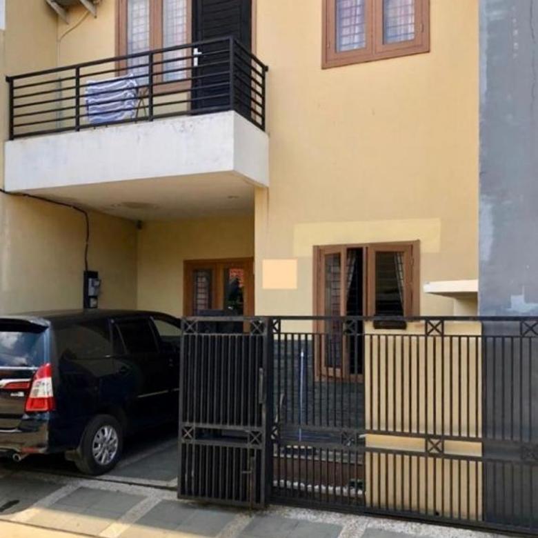 Rumah 3 Lantai, Furnished, di Perumahan Bukit Cengkih 1, Depok