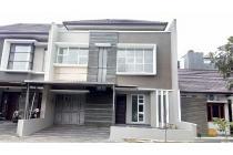 Dijual Rumah 2 lantai di perumahan Singgasana Pradana.