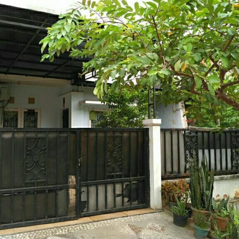 Rumah di taman sari B3018