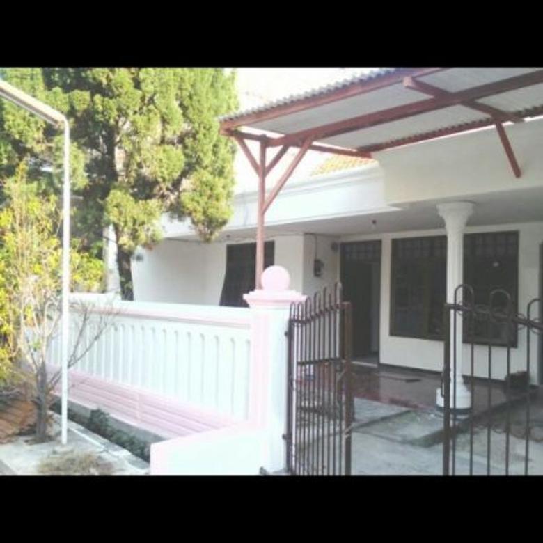 Rumah di lokasi strategis di Rungkut Asri