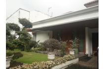 Rumah asri dalam townhouse, dijual full furnished.