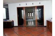 Rumah dijual di Sarijadi Bandung, Rumah kokoh dan terawat | Ri