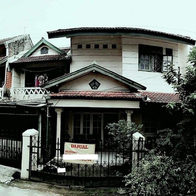 Rumah 2 lantai, lokasi strategis (Dekat Pasar Ciputat)
