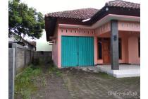 rumah dikontrakkan di samping kampus instiper paingan maguwo halaman luas