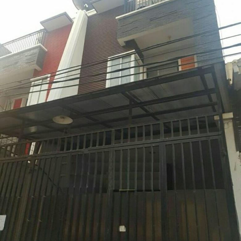 Dijual rumah uk 4.5x14m hadap selatan di jelambar