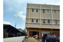 Disewakan Ruko Bangunan Baru 3 lantai dengan lokasi Strategis