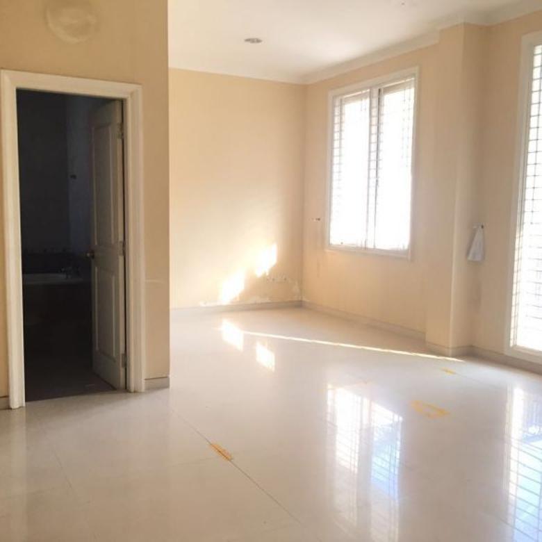 Rumah Klasik 2 lantai dan Siap Huni di Villa Gading Indah : Lt. 12x26