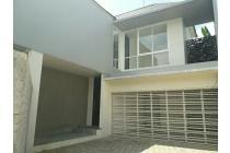 Rumah mewah design modern  di selatan Jakarta, lokasi strategis.