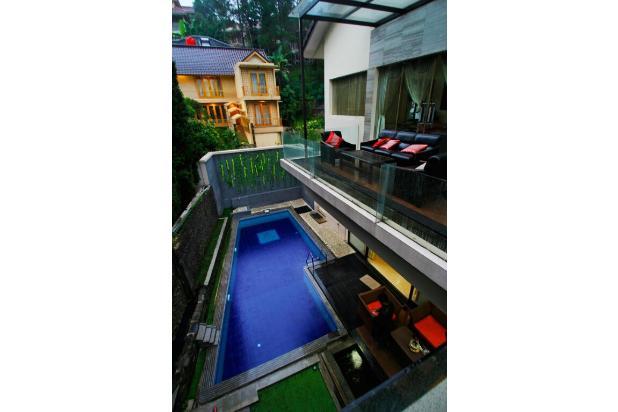 villa  dengan  kolam  renang  5 kamar  di bandung 9561519