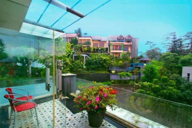 villa  dengan  kolam  renang  5 kamar  di bandung 9561526
