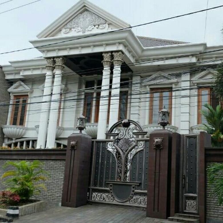 Rumah jl. Sumatera Gubeng Surabaya Strategis Garasi 11 mobil