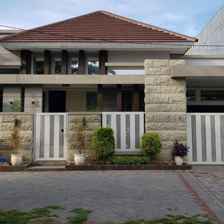 Rumah Gayungsari Lokasi bagus depan fasum Halaman dan garasi luas