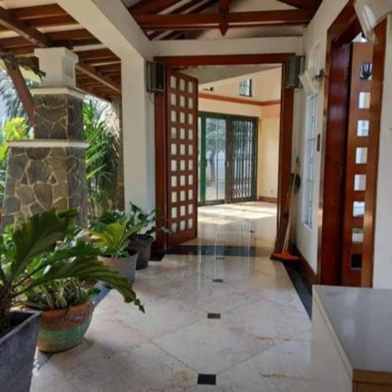 Rumah Cantik dan Asri di Taman Tirta Golf -  BSD City