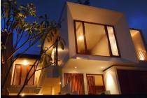 Dijual Rumah Dengan Roof Top Garden di Kebayoran Baru