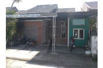 Rumah di kompleks perumahan Sandik