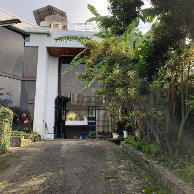 Dijual Villa Bagus Terawat di Jl. Tretes, Pasuruan