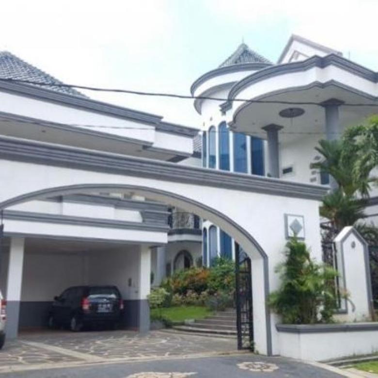 rumah mewah besar luas di gatsu denpasar barat
