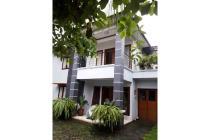 Rumah Megah 2 Lantai dengan Halaman Luas akses 2 mobil di Kebagusan Jaksel