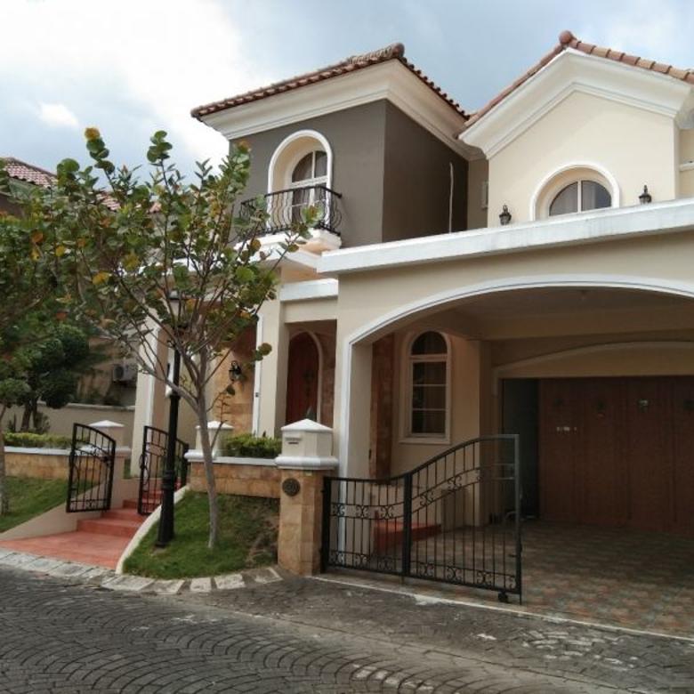 Rumah Mewah 2 Lantai Semi Furnished di Casa Grande Sleman