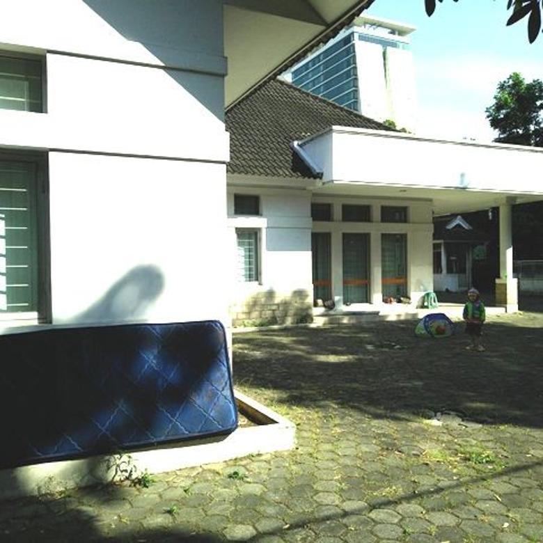 Rumah mewah luas sangat strategis di Aceh, Bandung tengah