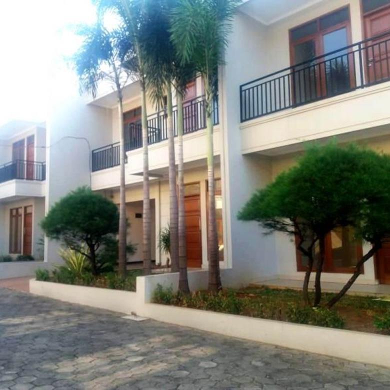 Rumah Siap Huni Lokasi Strategis di Townhouse Colonial Lenteng