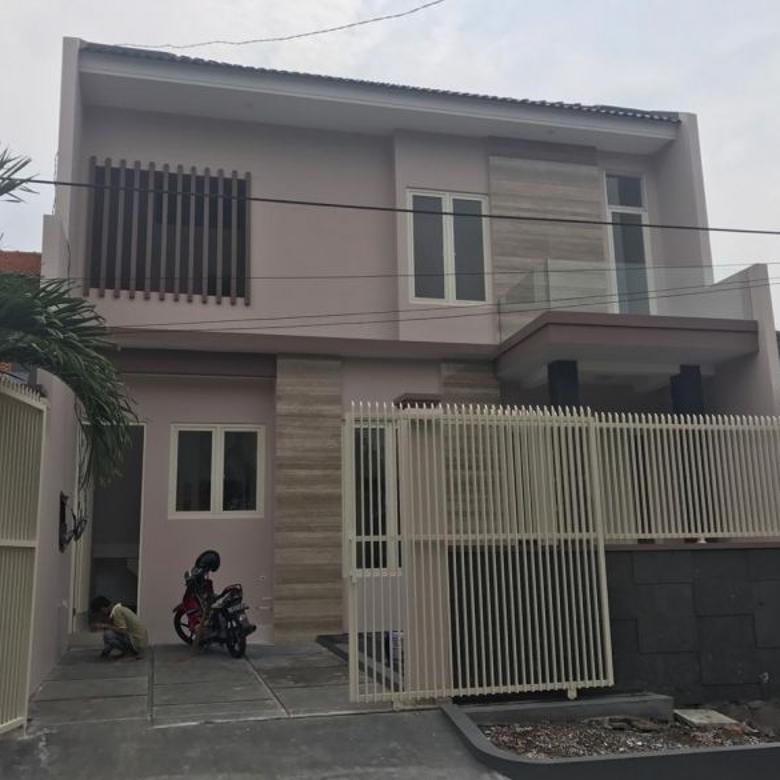 Rumah 2 Lantai New Minimalis Semolowaru Elok