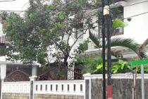 Rumah di Tebet Timur, 2 Lantai, Di Hoek, Lokasi Strategis, SHM, LT 314 m2