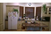 Rumah Cantik Interior Mewah, sangat terawat dan nyaman di Permata Hijau