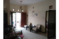 Rumah Langka posisi eksklusif dekat lapangan tennis 1 Lantai Graha Sampurna