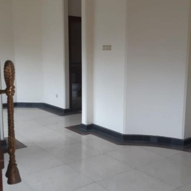 Rumah CLASSIC MODERN HOUSE Bukit Darmo Golf
