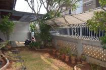 Dijual rumah minimalis terawat di daerah Pondok Indah, Jaksel
