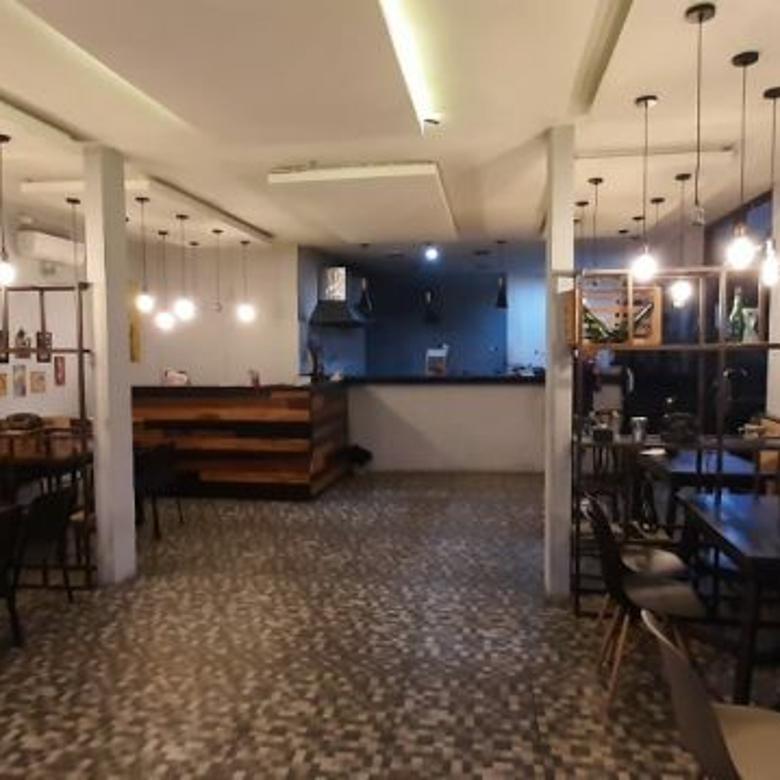 Cafe di majalengka 2lt ada studio musik +Prabotan