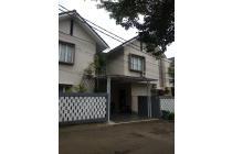 Rumah Besar Kokoh TOWN HOUSE dalam Komplek Besar furnished