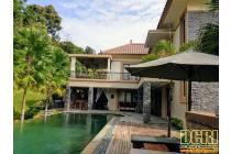 Villa Mewah Gaya Bali di Villa Panbil Batam Dijual