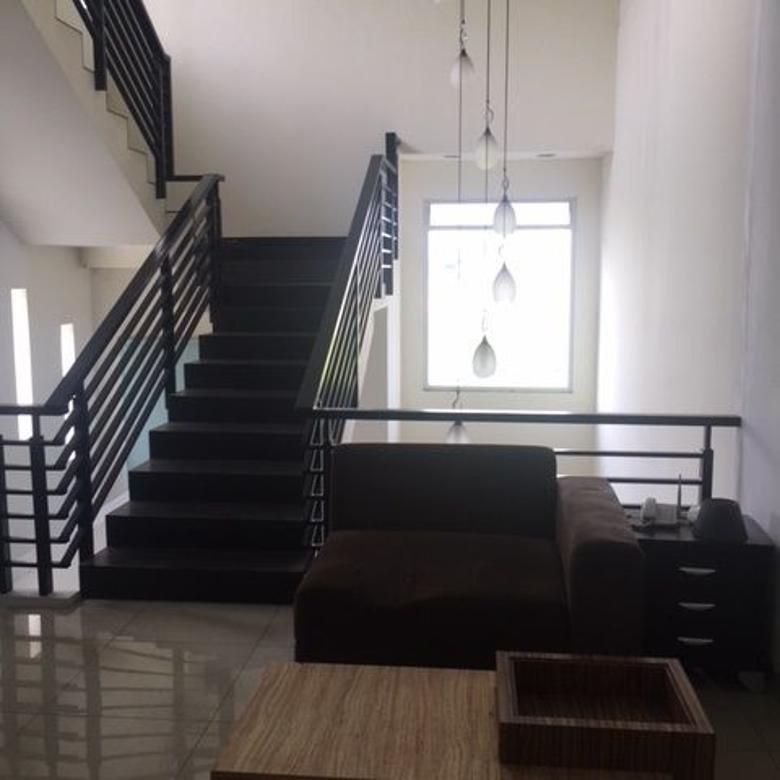 MINIMALIS rumah cantik, baru, bebas banjir di Pondok Hijau Bandung