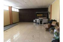 Ruang usaha sekaligus rumah tinggal lokasi strategis hook di Lampersari Semarang