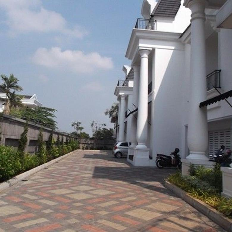 Luxury house in Townhouse only 3 houses with security 24 hours