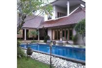 Villa Sejuk Luas 4200 M di JL Kaliurang dengan Kolam Renang