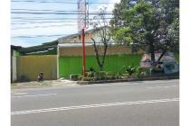 Kios Usaha Akses Jalan Raya Jebres Surakarta