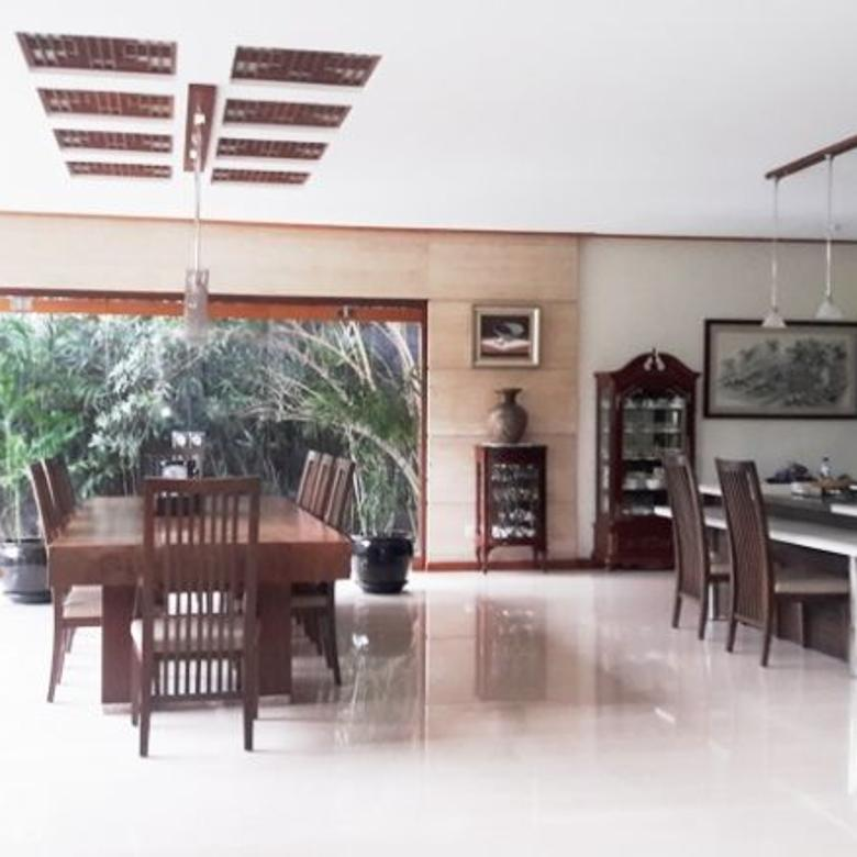 Rumah mewah nyaman ada kolam ikan di Setraduta Raya