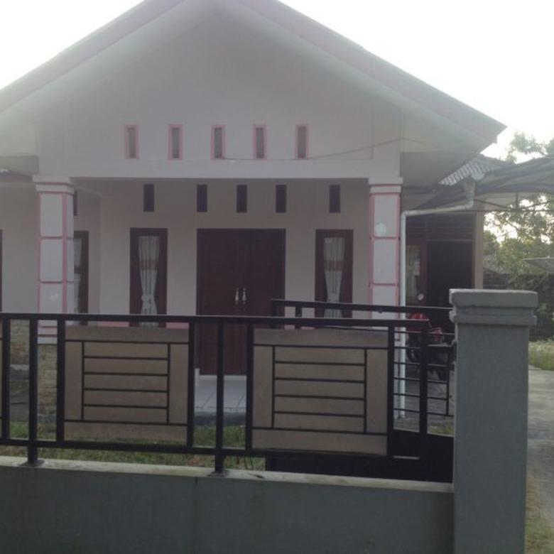 Rumah Dekat Kantor Bupati Belitung. Halaman Luas dan Nyaman