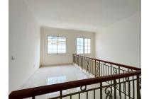 Rumah 2 lantai sudah renovasi teras belakang luas siap huni di the Green Bsd-M184
