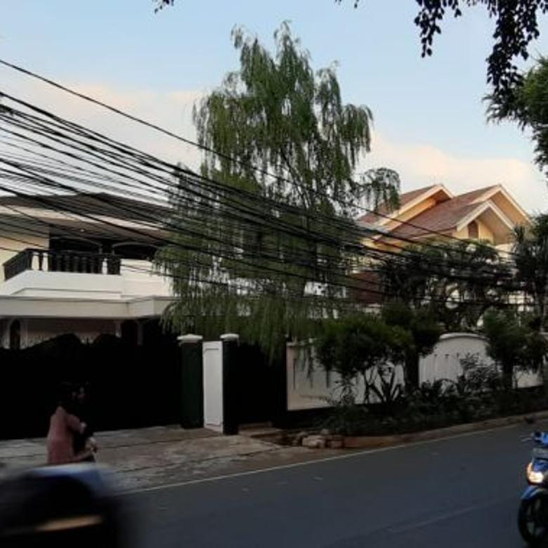 Disewakan Rumah di Dukuh Patra Tebet Belakang Bidakara 5 Kamar