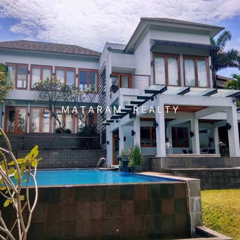 Dijual Rumah Lux Kawasan Bandung Utrara, ada Kolam renang
