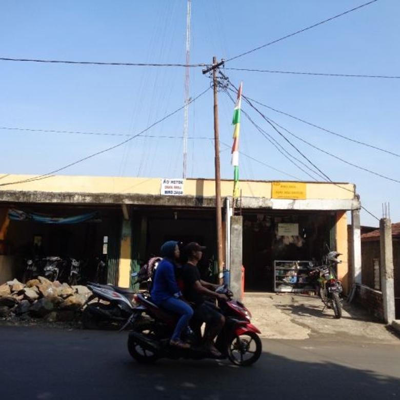 Rumah pinggir jalan di Cipaku