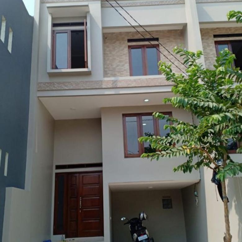 Rumah Baru Menzanine 2,5 lantai CLUSTER strategis di CILANDAK